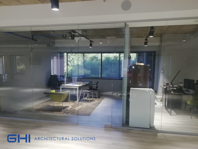 Interior-glass-partitions-for-light-and-bright-offices-Image-2.jpg